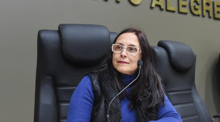 Claudia Araujo protocola Projeto de Lei para criação de Centro de Referência para Cães-Guias (CRCG)