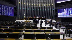 Deputados aprovaram PEC que adia as eleições municipais